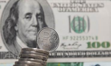 Курс доллара превысил 66 рублей на фоне подготовки новых санкций США