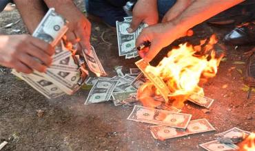 Почему в Турции сжигают доллары, а «горит» рубль