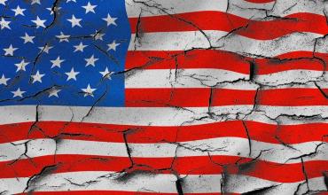 Действия США по усилению протекционизма в экономике стимулируют Россию и другие страны отказываться от расчетов в долларах