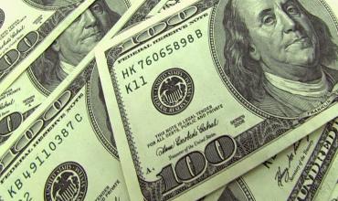 Доллар дешевеет на рисках вокруг торговых отношений КНР и США