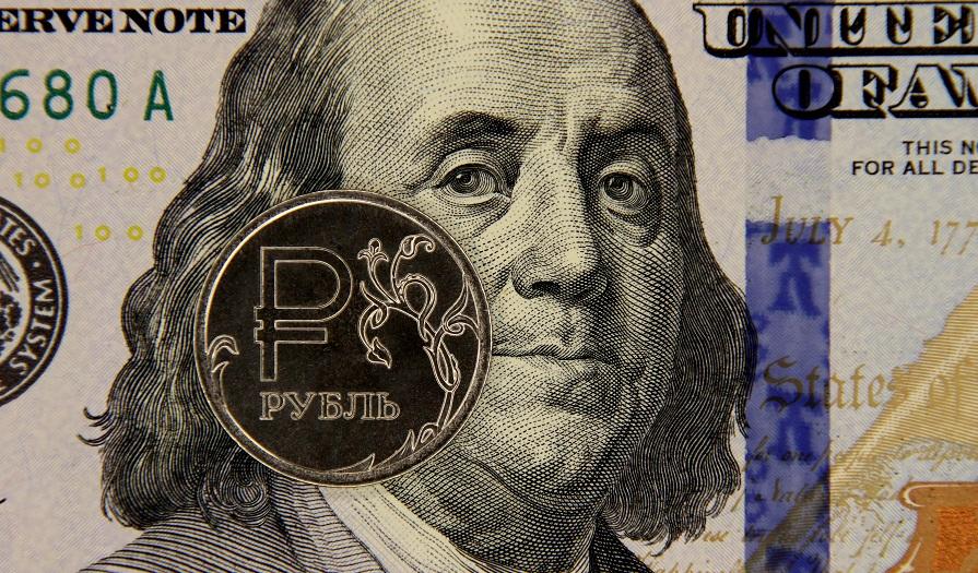 Эксперт оценил вероятность сценария обвала рубля до 100 за доллар