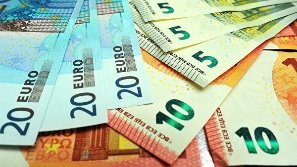Биржевой курс евро превысил 77 рублей, доллара— 68 рублей