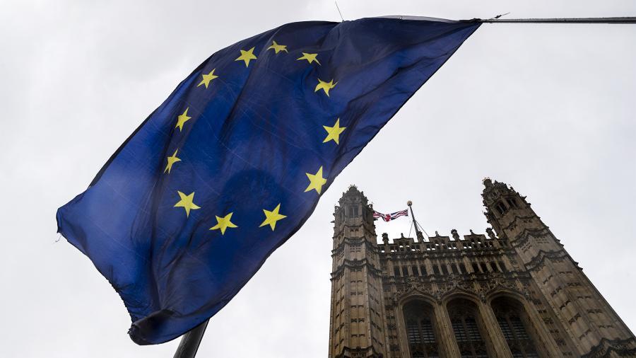 Евросоюз продлил санкции в отношении граждан России
