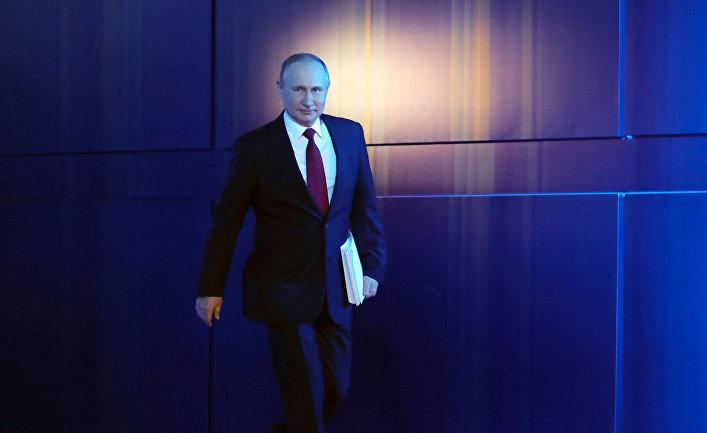 Путин попросил ввести особый график работы для сотрудников с детьми