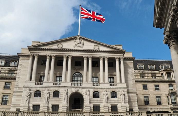 Банк Англии неожиданно снизил процентную ставку