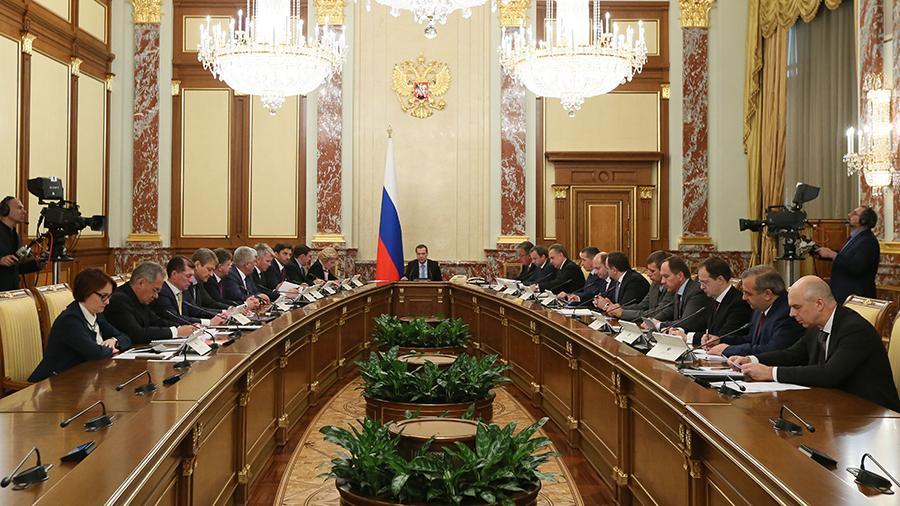 Кабмин выделил 11,8 млрд рублей для борющихся с коронавирусом медиков