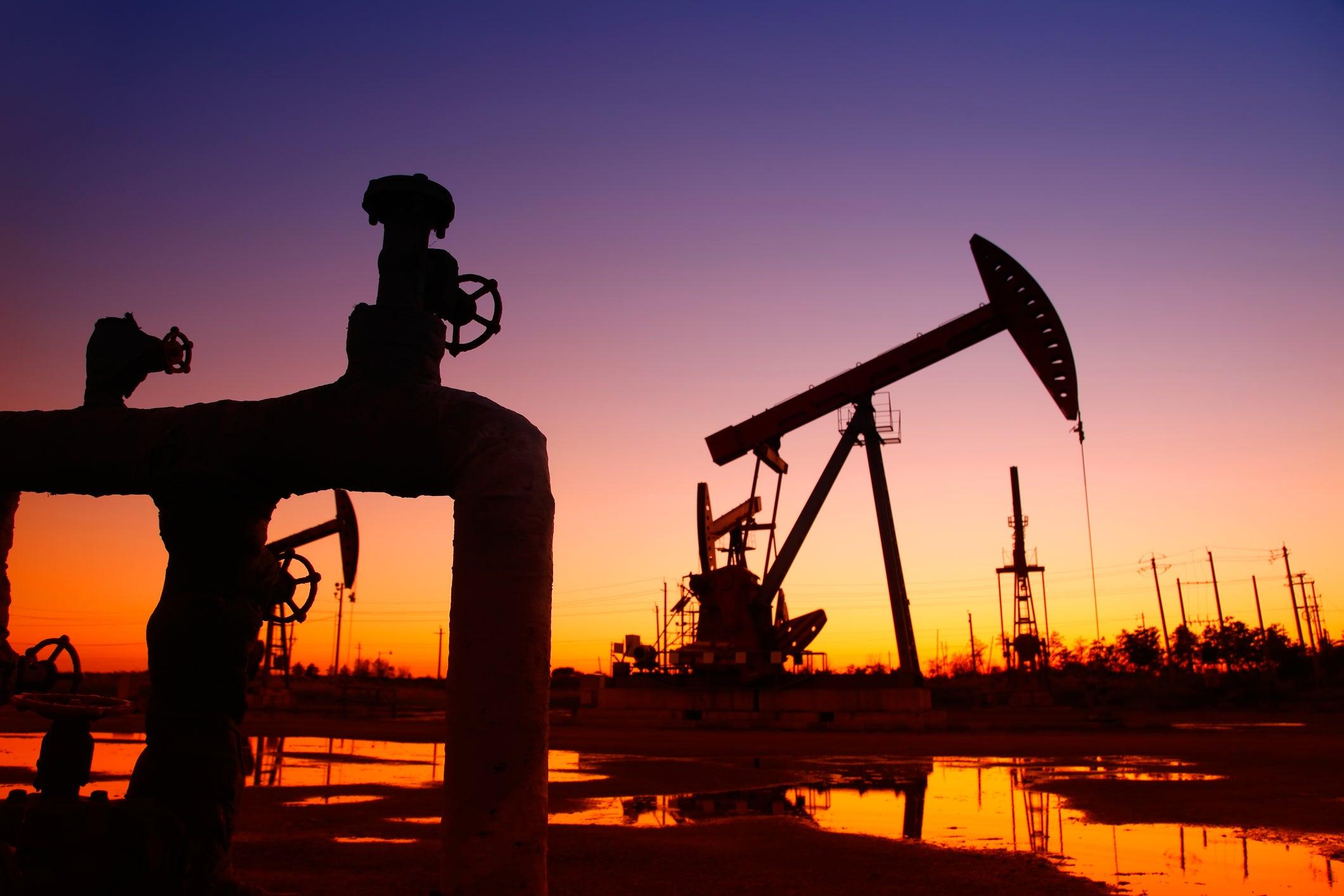 Мировые цены на нефть обвалились по итогам торгов среды