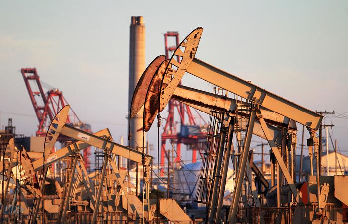 Мировые цены на нефть перешли к росту после резкого падения